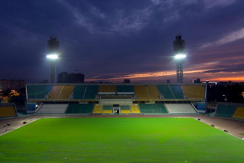 видео замены натуриального газона футбольного поля